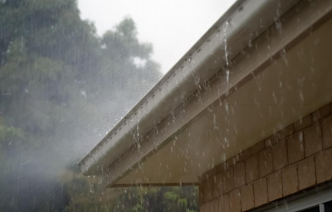 外壁の劣化や雨漏りの原因「雨どいの詰まり」には要注意!